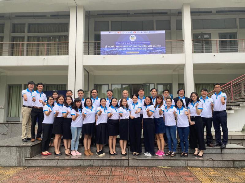 """Trường Đại học Công nghiệp Vinh tham dự Lễ ra mắt """"Mạng lưới hỗ trợ tìm kiếm việc làm và khởi nghiệp cho sinh viên Việt Nam"""""""