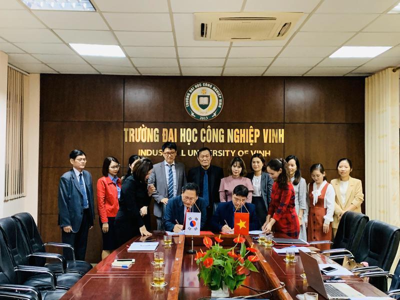 Ký kết Biên bản ghi nhớ hợp tác giữa Trường ĐH Công nghiệp Vinh và Trường...