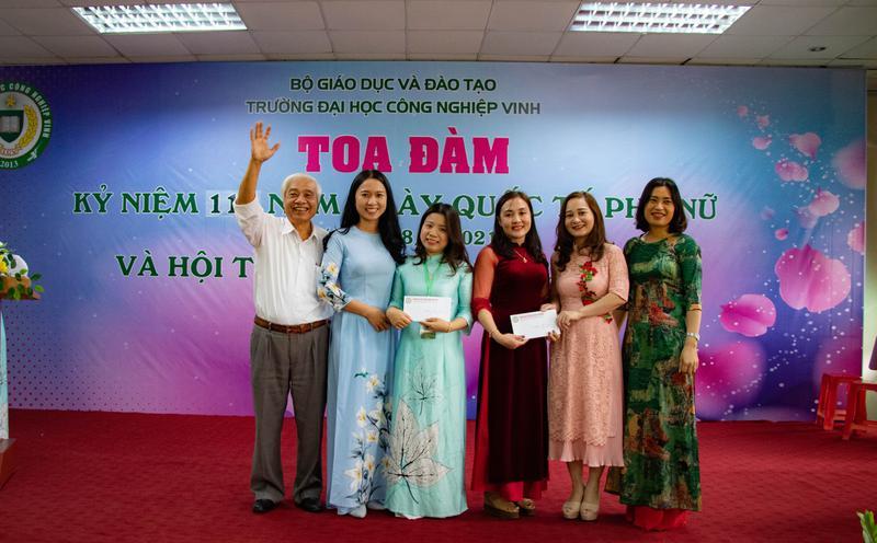 Hội thi cắm hoa nghệ thuật chào mừng ngày Quốc tế Phụ Nữ 8/3/2021