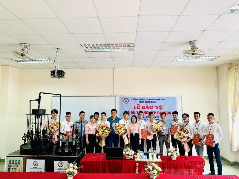 Trường Đại học Công nghiệp Vinh tổ chức Lễ bảo vệ khoá luận tốt nghiệp cho sinh viên khoá 4 (Niên khoá 2017 – 2021)